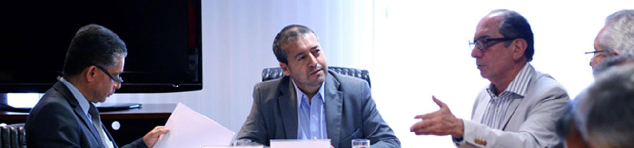 Centrais debatem medida provisória com ministro do Trabalho